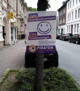 Wahlplakat der Piratenpartei zum Thema BGE beim Bundestagswahlkampf 2017 in Witten