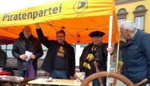 EN-Piraten auf der stürmischen DGB-Kundgebung zum 1. Mai in Witten